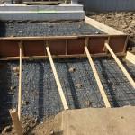比企郡吉見町で新築住宅玄関のアプローチ部分に石張りのため基礎工事を行いました。